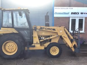 FORD 545D TRACTOR WITH FRONT LOADER